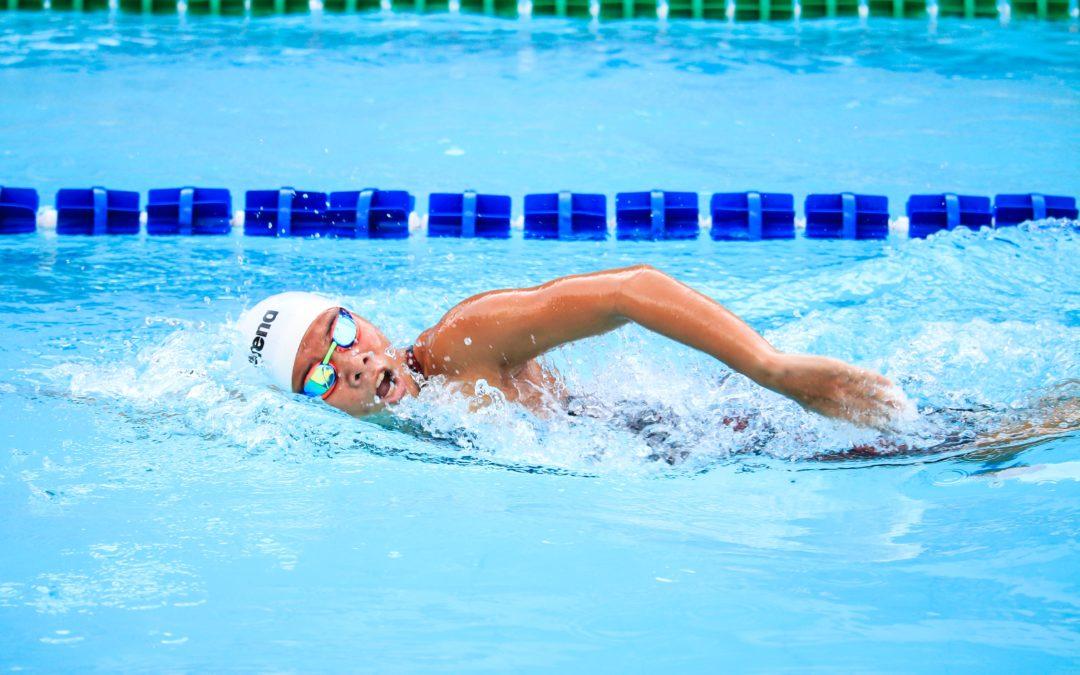 Schwimmer vs. Triathlet im Duell. Ein Gedankenausflug